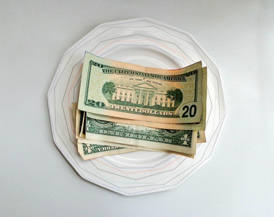 dolary na talíři