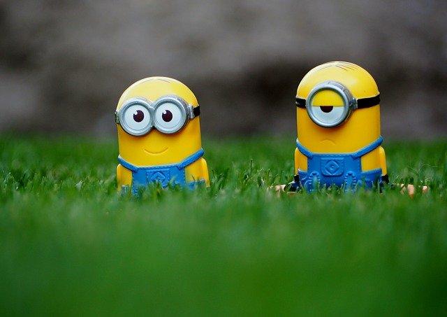 mimoni v trávě